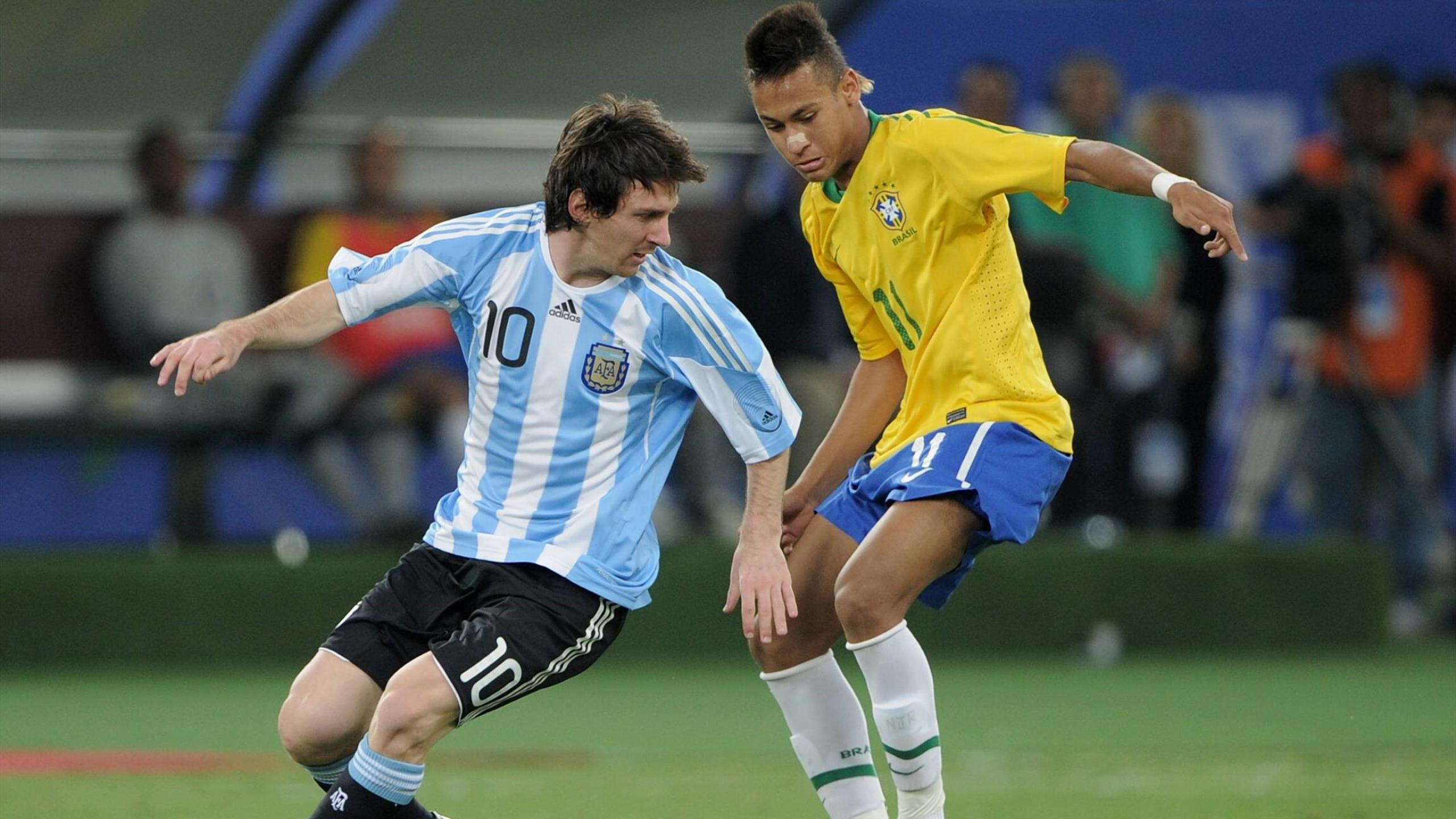 Lionel Messi and Neymar during Brazil vs Argentina game