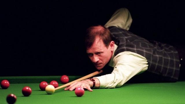 Snooker icons O'Sullivan and White recreate Alex 'Hurricane' Higgins' magic shot