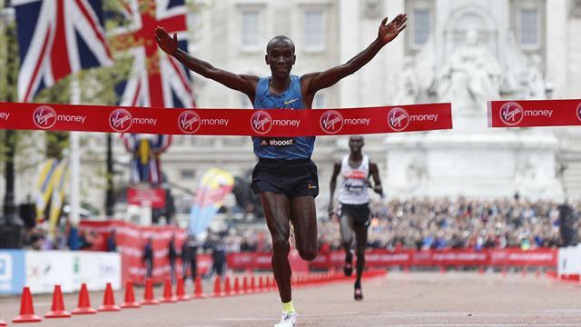 London Marathon 2016: Stellar fields, world record hopes and a giant dinosaur