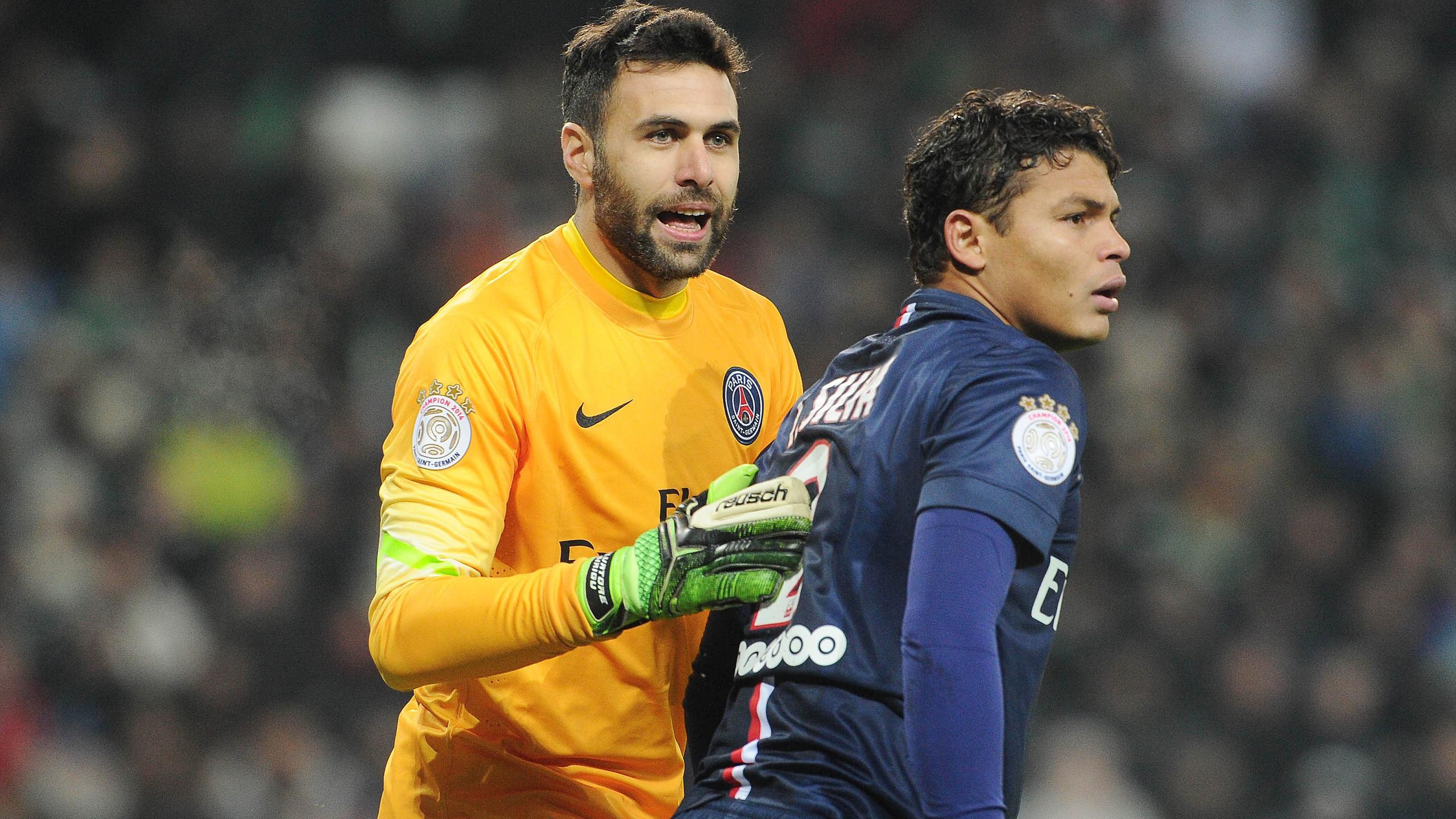 Salvatore Sirigu et Thiago Silva (PSG)