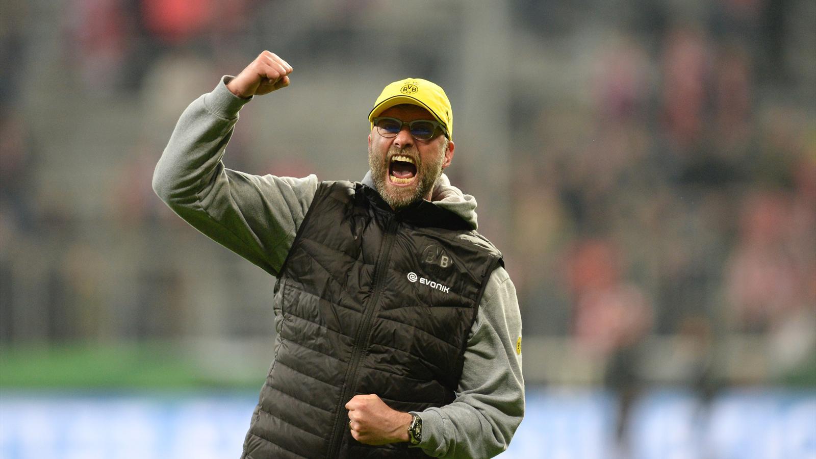 Jurgen Klopp célèbre la victoire du Borussia Dortmund sur le Bayern Munich en demi-finale de la Coupe d'Allemagne