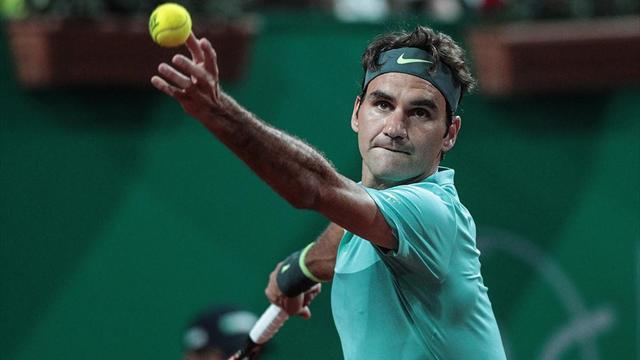 Federer, çok zorlansa da yarı finale yükseldi