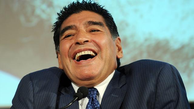 «Attention, j'arrive», prévient Maradona