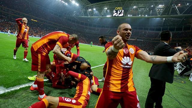 Sneijder şampiyonluğu taraftarlarla kutladı