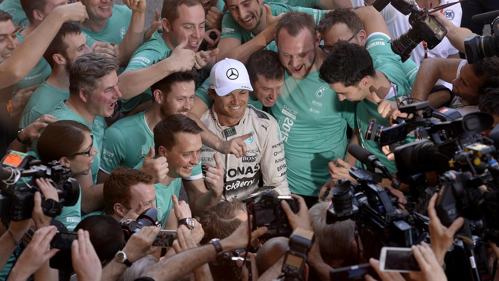 Spécial Sebastian Vettel (Formule un) - Page 18 1504917-32095508-1600-900
