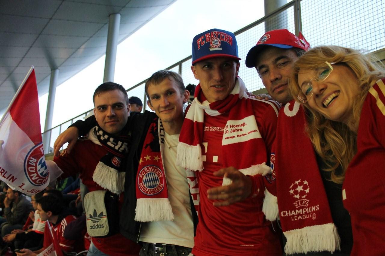 Die Roten Fans с Тобиасом Швайнштайгером в Мюнхене