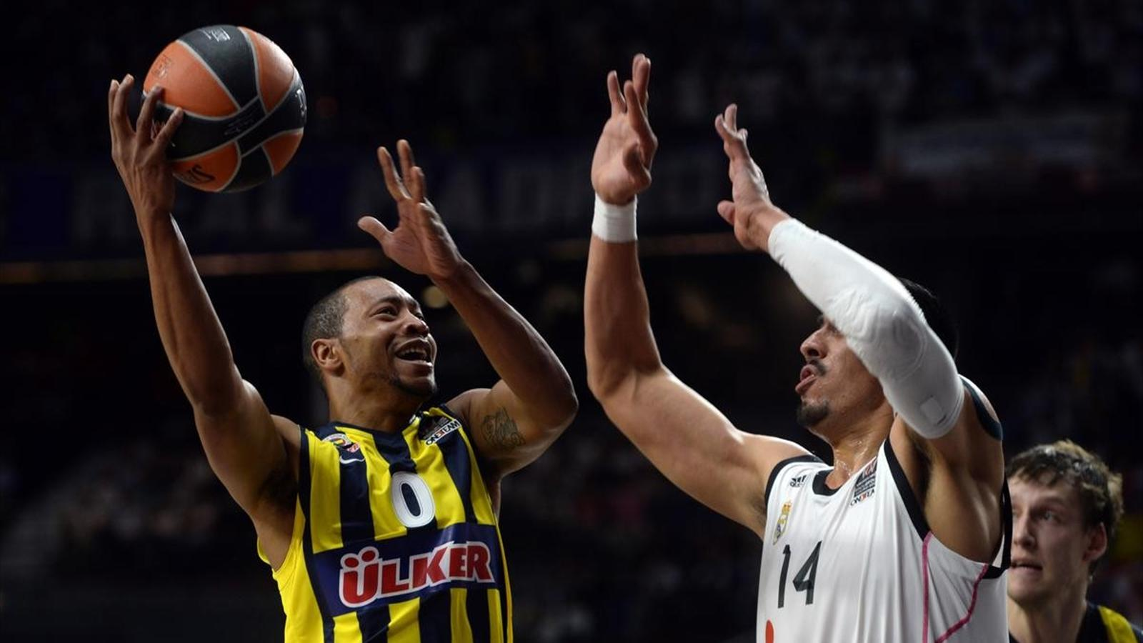 Fenerbahçe Ülker'den Goudelock ile Real Madrid'den Ayon mücadele ediyor