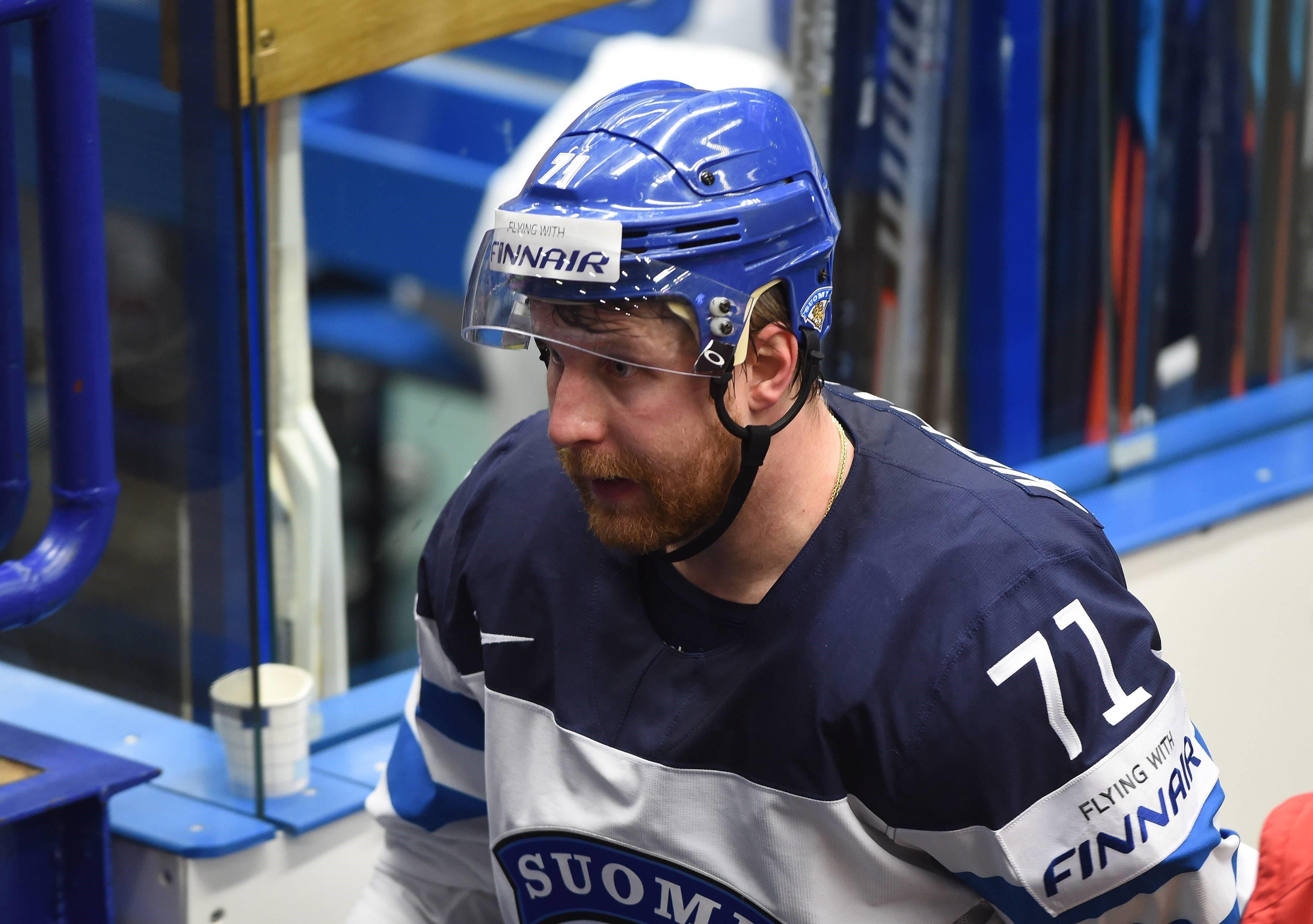 Лео Комаров