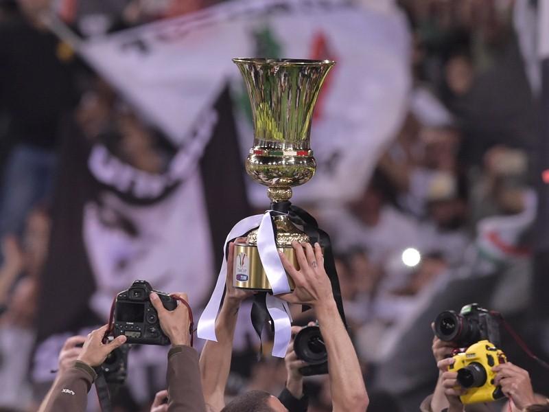 Кьеллини держит Кубок Италии, «Ювентус» – «Лацио»