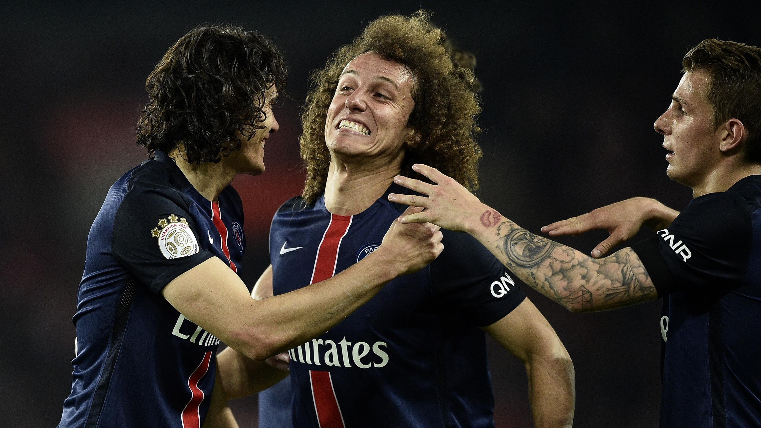 David Luiz s'amuse avec Edinson Cavani lors du succès du PSG contre Reims