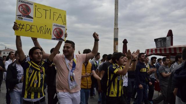 Genç Fenerbahçeliler'den Aziz Yıldırım'a istifa çağrısı haberi
