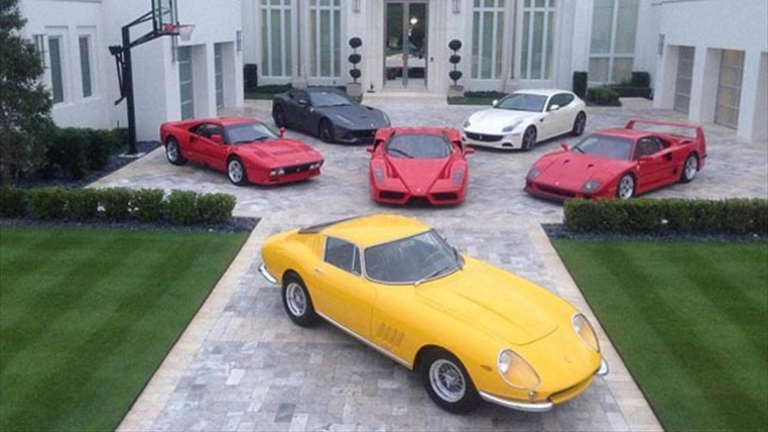 Ian Poulter Shows Off Six Beautiful Ferraris Outside His Florida Mansion  (Instagram)