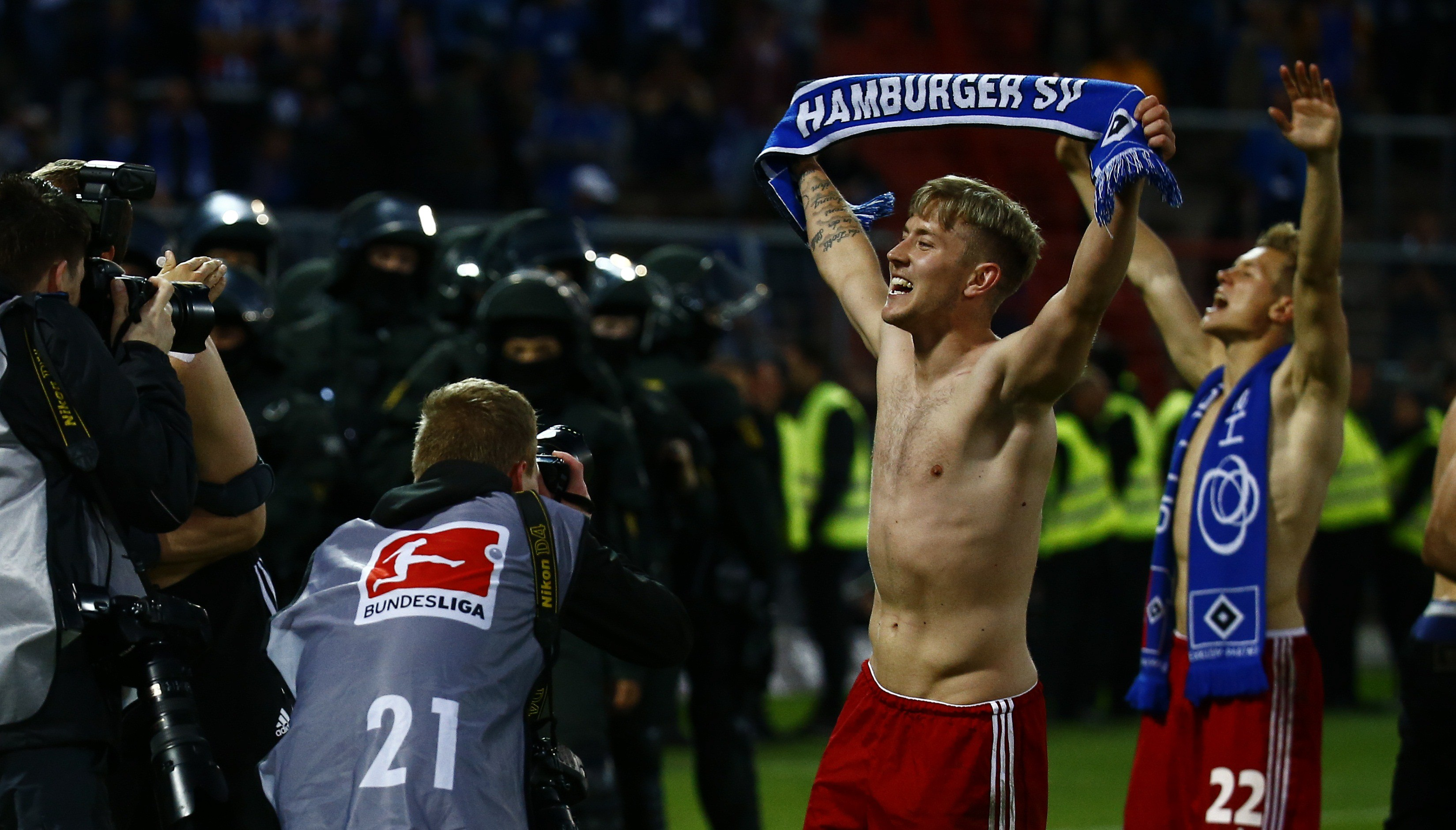 Hamburg SV's Lewis Holtby holds up a scarf nex to Matthias Ostrzolek (R) as they celebrate after their German Bundesliga second leg relegation playoff soccer match against Karlsruhe SC in Karlsruhe, Germany June 1, 2015