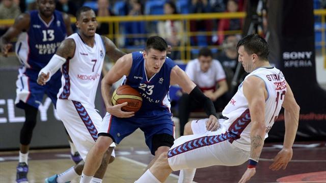 Trabzon'da kazanan Anadolu Efes adını finale yazdırdı