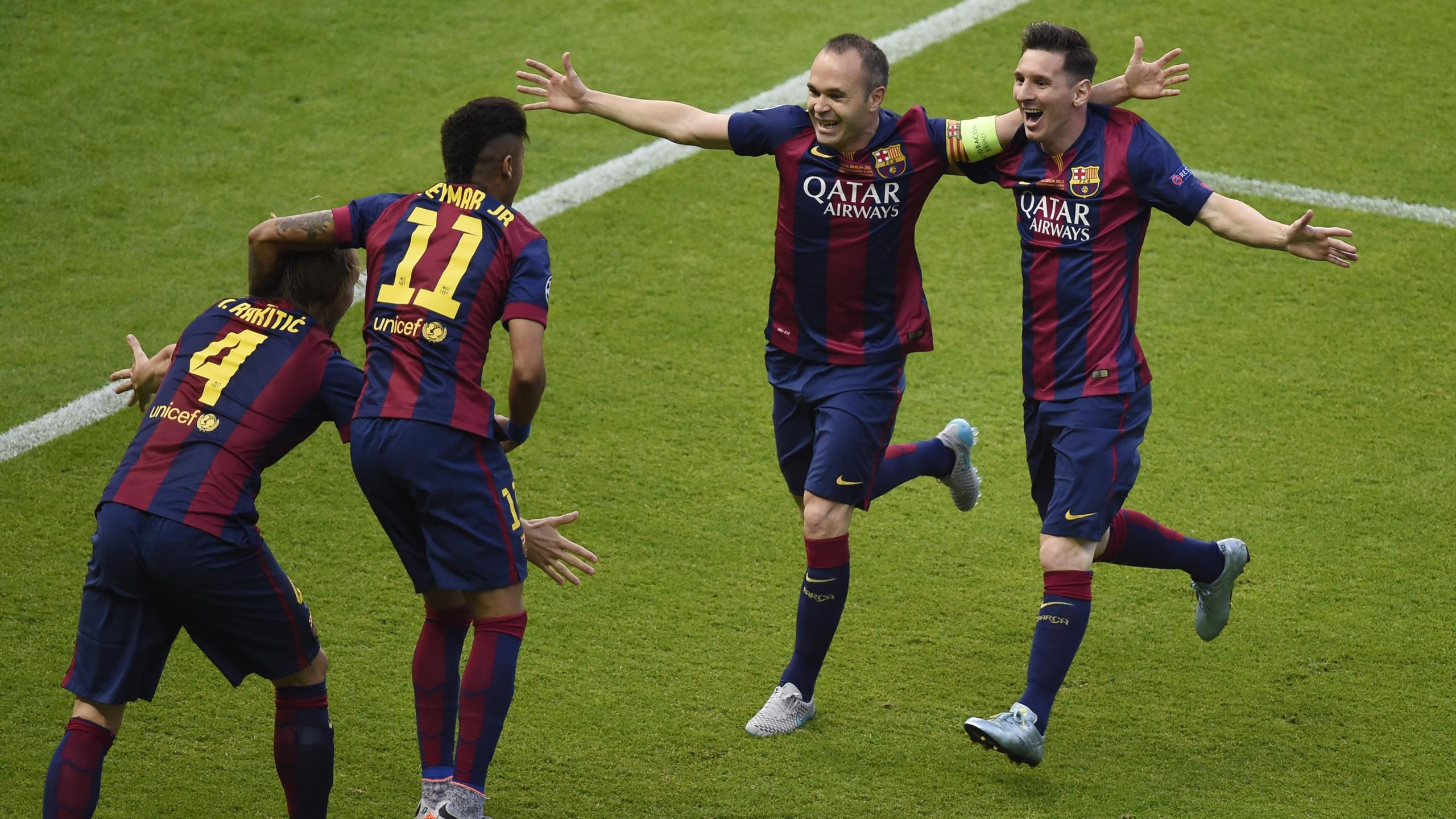 Iniesta, Messi, Neymar y Rakitic celebran un gol del Barcelona