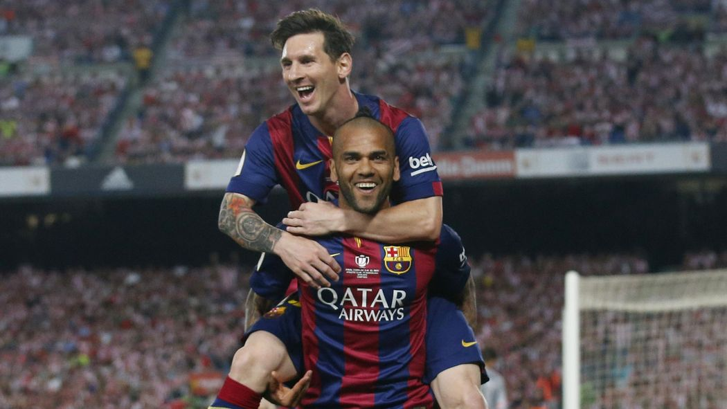 528f3d733b3 Lionel Messi helped convince me to stay at Barca, says Dani Alves ...