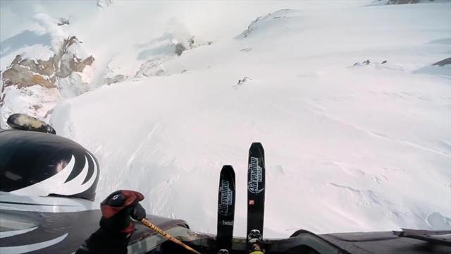 Фрирайдер Иван Малахов совершил первый в мире прыжок в кратер действующего вулкана