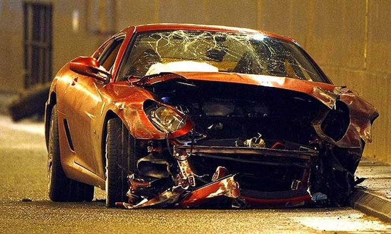 Разбитый Ferrari Роналду