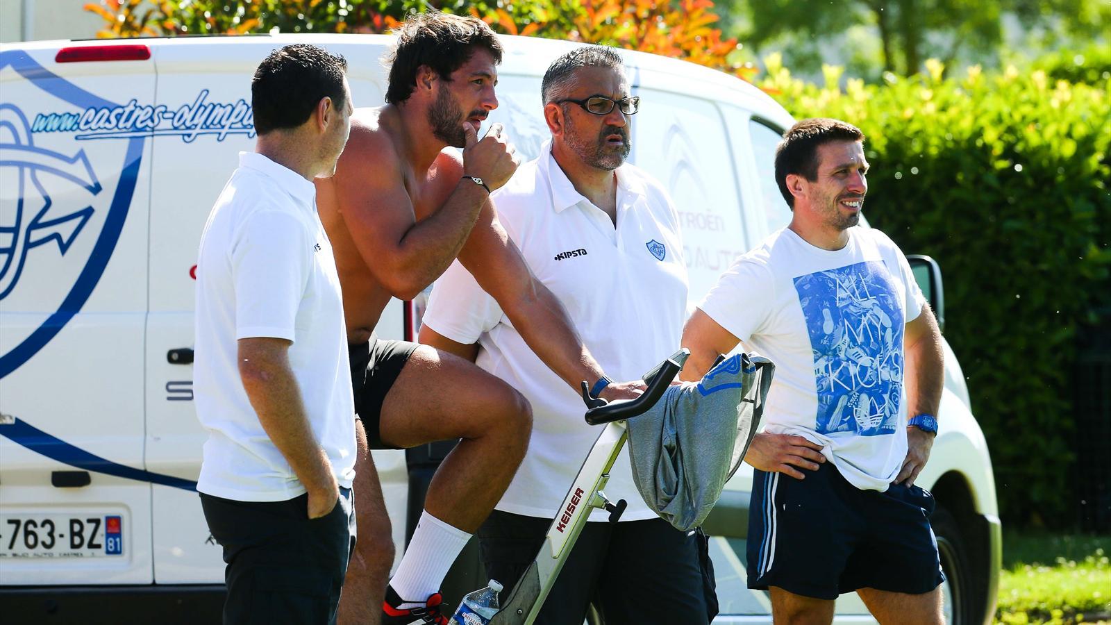 Christophe Urios et Remi Lamerat à la reprise de l'entraînement du CO, entourés du staff - juin 2015