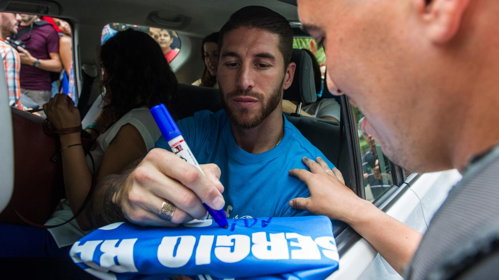 Spanish Real Madrid football team player Sergio Ramos autographs a jersey in Havana, on June 16, 2015