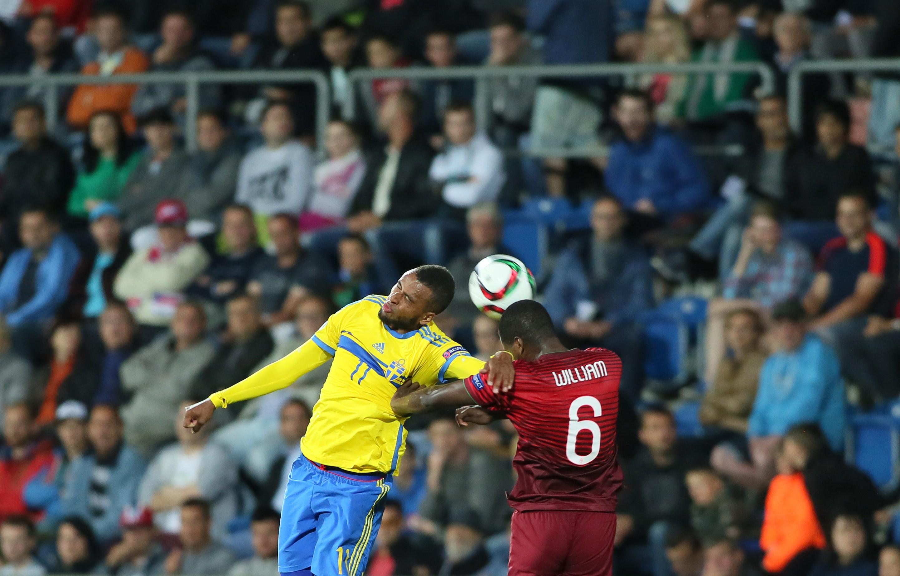 Исаак Телин в матче с Португалией