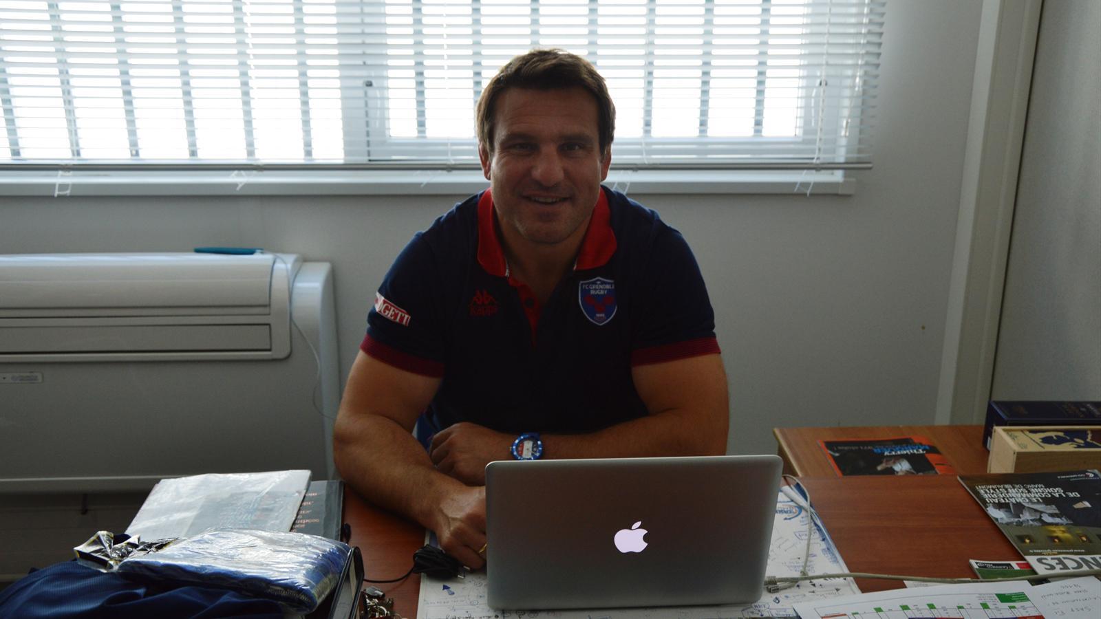 Fabrice Landreau à son bureau du stade Lesdiguières. Juin 2015