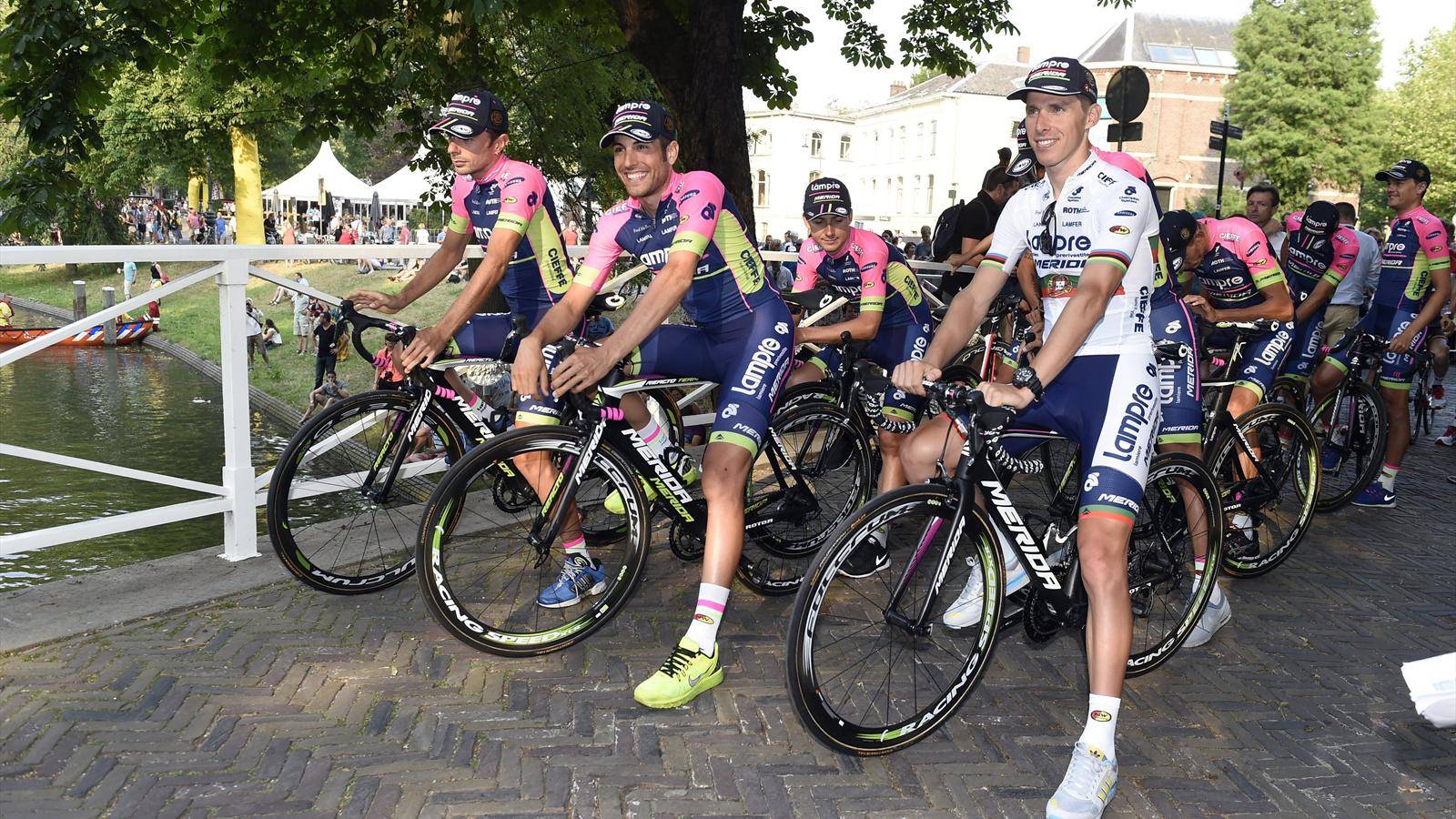 Rui Costa et les coureurs de la Lampre lors de la présentation du Tour de France 2015 à Utrecht