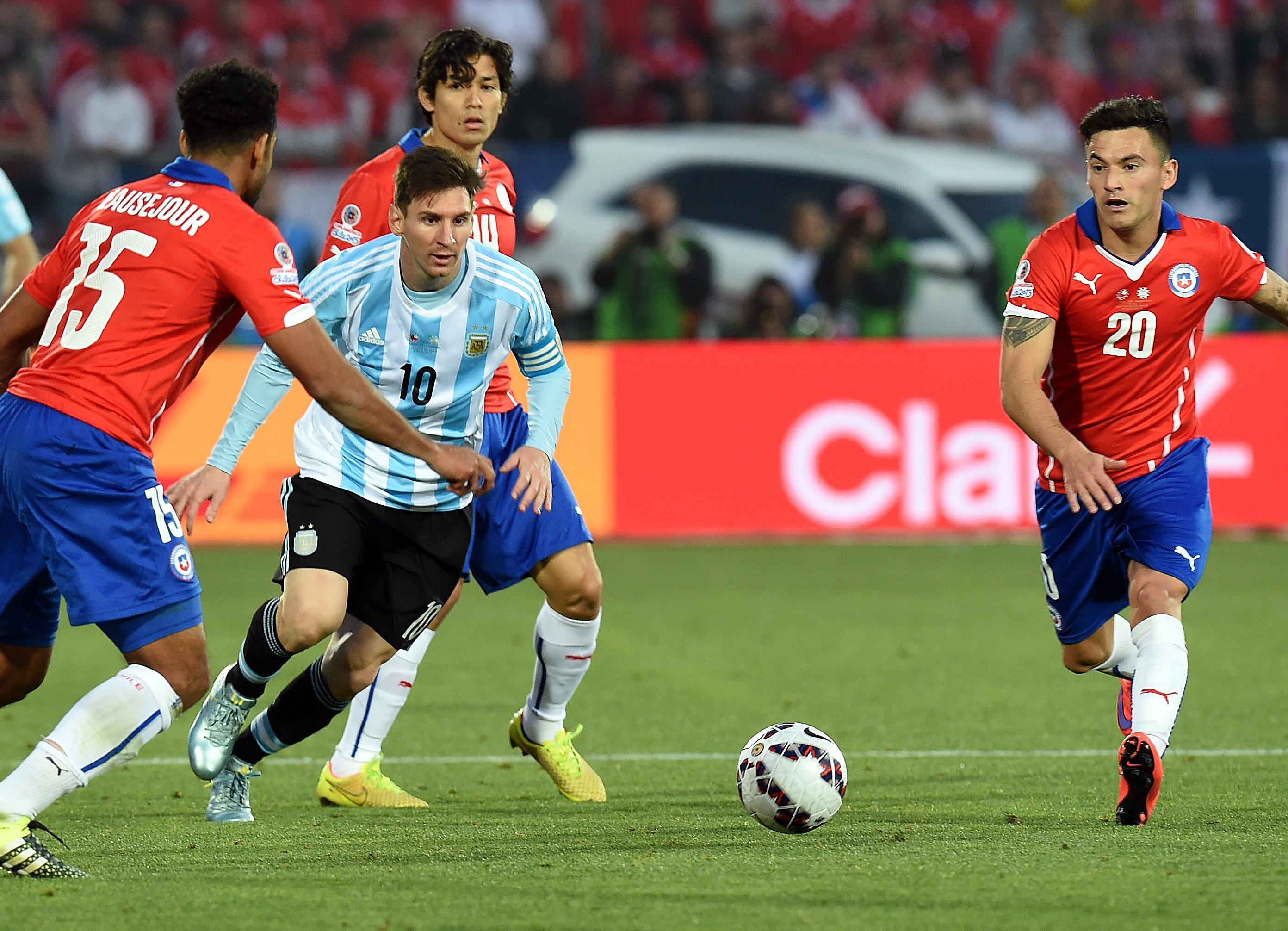 Месси против сборной Чили