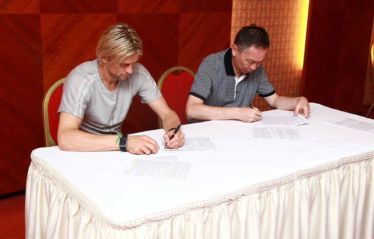 Анатолий Тимощук подписывает контракт с «Кайратом»
