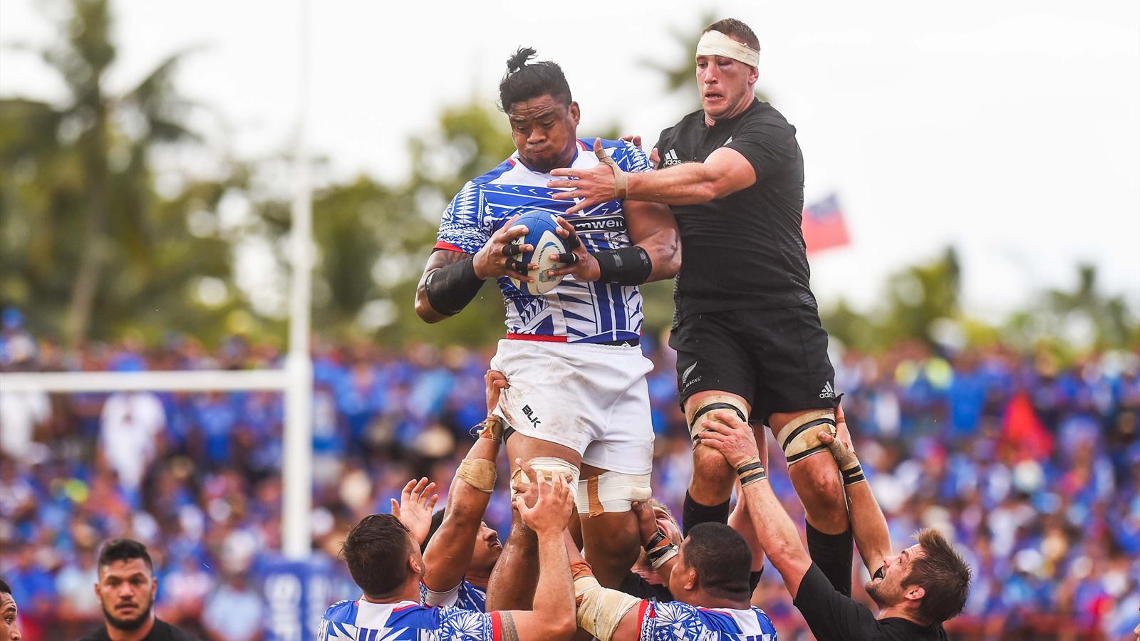 Joe Tekori (Samoa) prend le meilleur en touche sur Luke Romano (Nouvelle-Zélande) - 8 juillet 2015