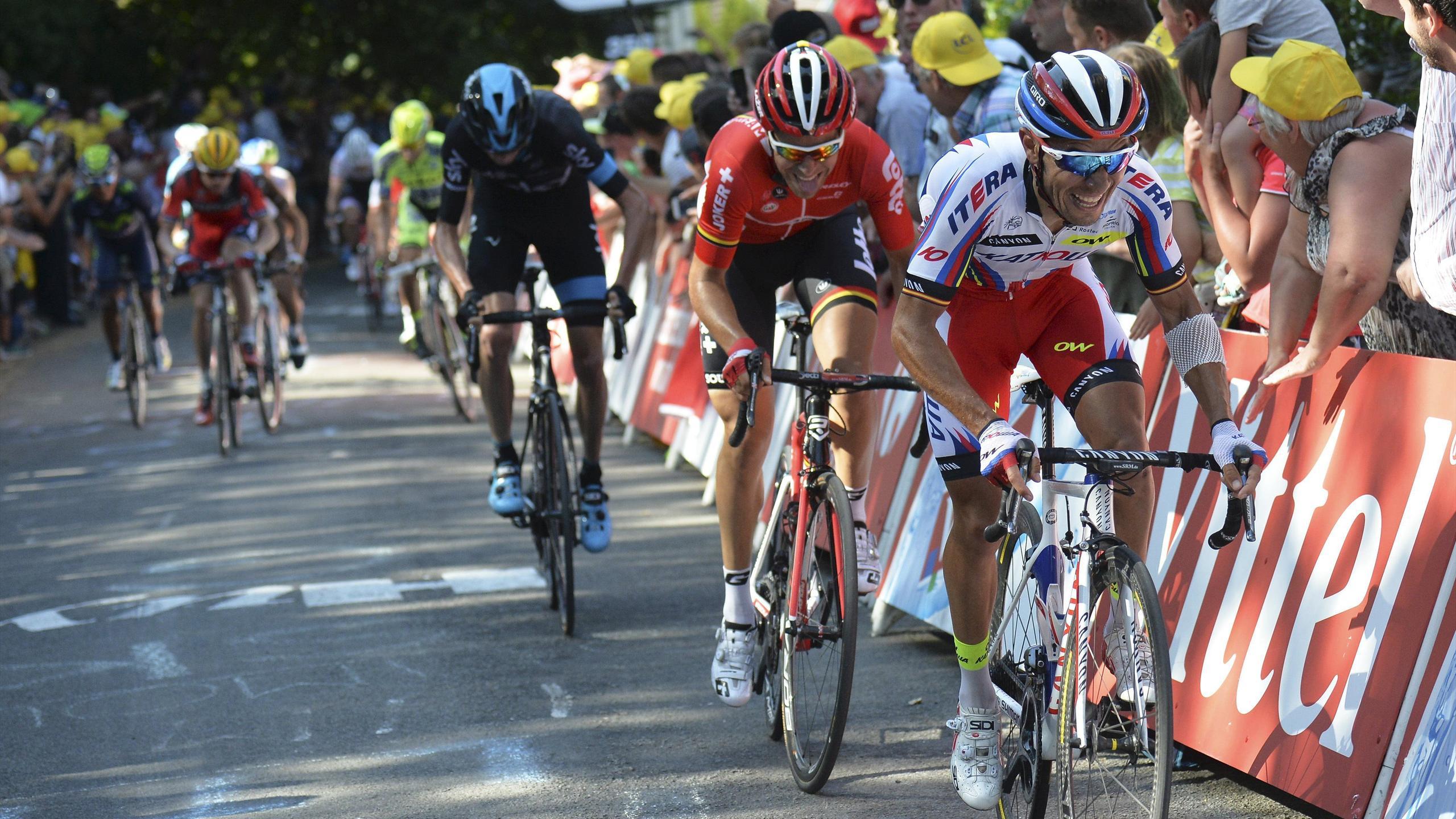 Tony Gallopin (Lotto-Soudal) dans la roue de Joaquim Rodriguez (Katusha) dans le Mur de Huy, arrivée de la 3e étape du Toru de France 2015
