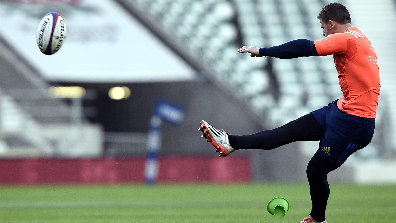 Rory Kockott (XV de France) à l'entraînement des tirs au but - 2015