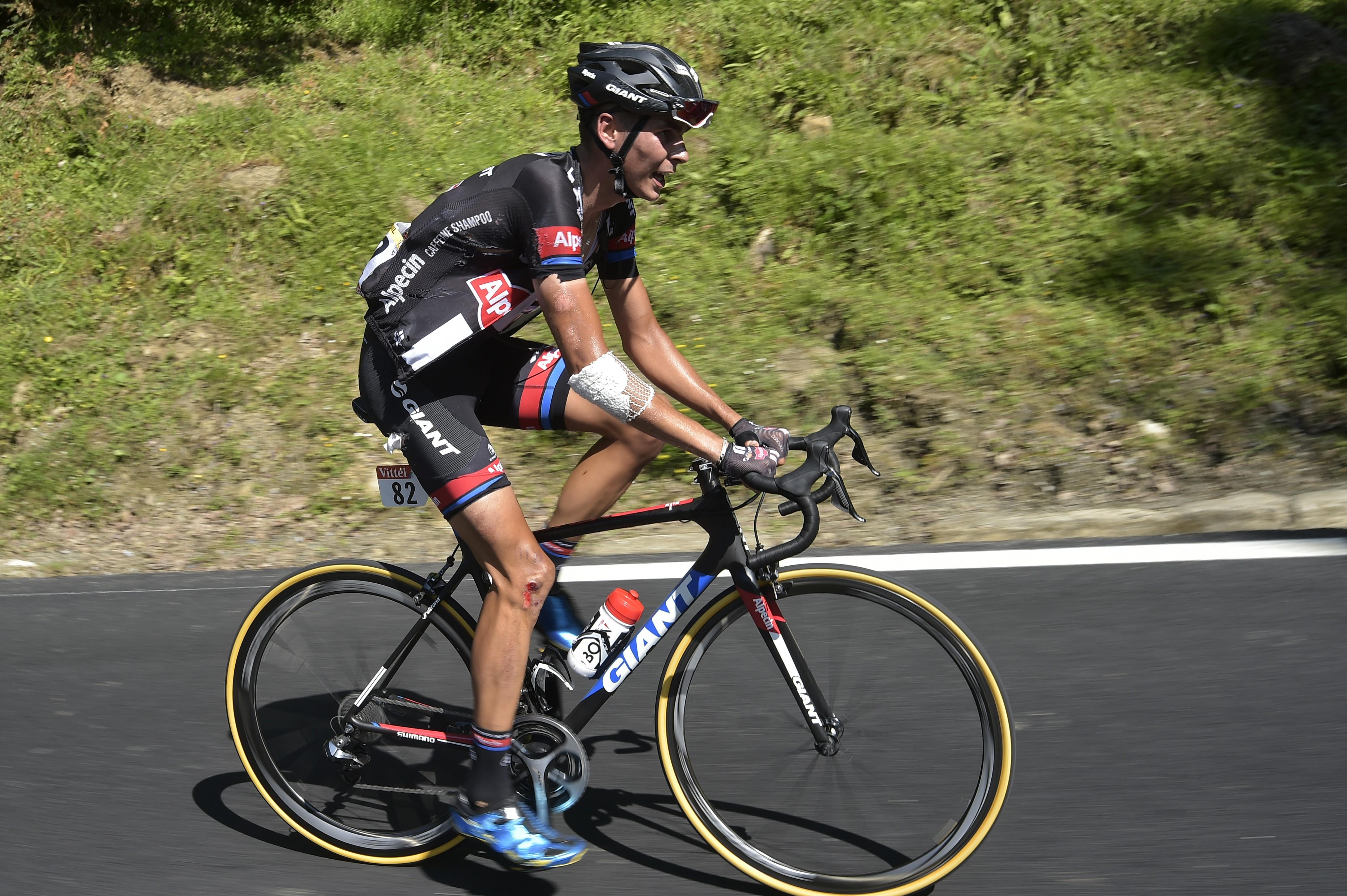 Warren Barguil (Giant-Alpecin), dans l'ascension de la Pierre-Saint-Martin après une chute dans la 10e étape du Tour de France 2015