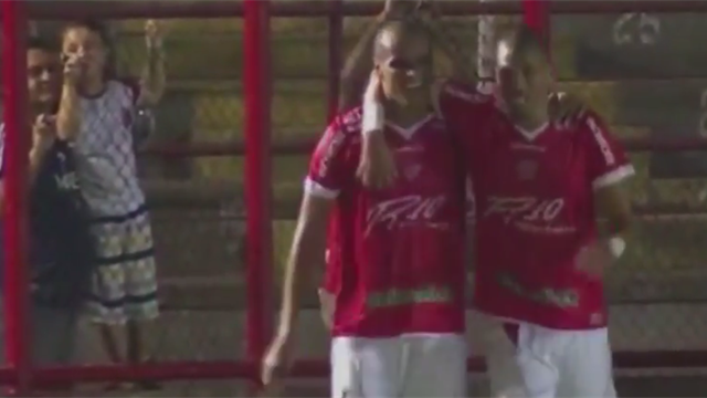 Rivaldo et son fils marquent lors du même match au Brésil