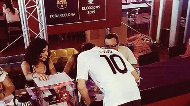 Des socios du Barça ont voté avec un maillot… du Real Madrid
