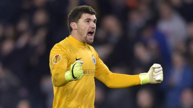 Valencia sign Australian international goalkeeper Matthew Ryan
