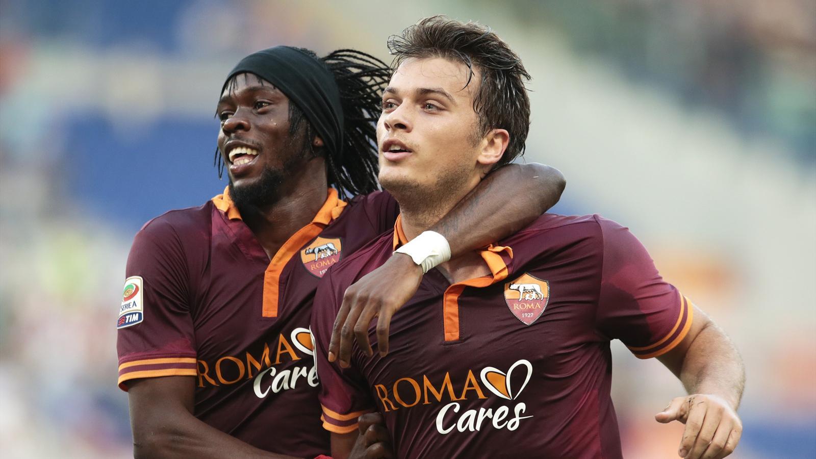 AS Roma's Adem Ljajic (R) celebrates with teammate Gervinho