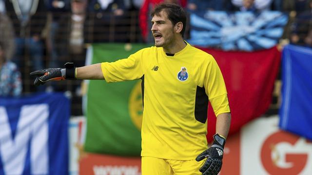 Casillas se luce y se estrena con victoria en su primer partido en la liga portuguesa