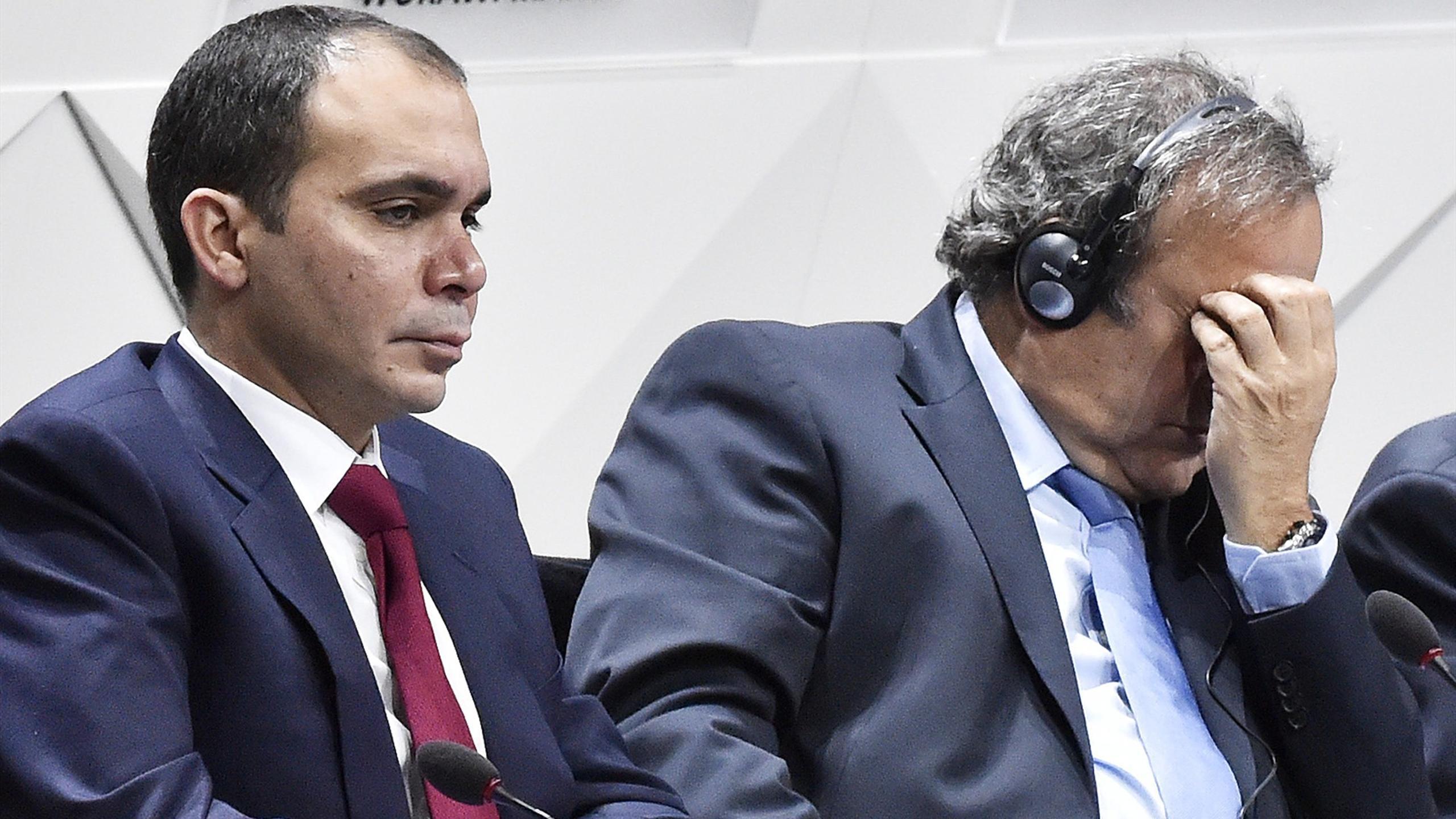 Le Prince Ali en compagnie de Michel Platini