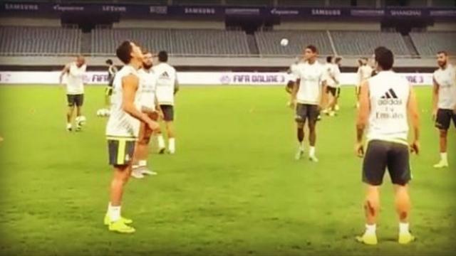 Sans bouger, sans regarder, la drôle de passe de Ronaldo