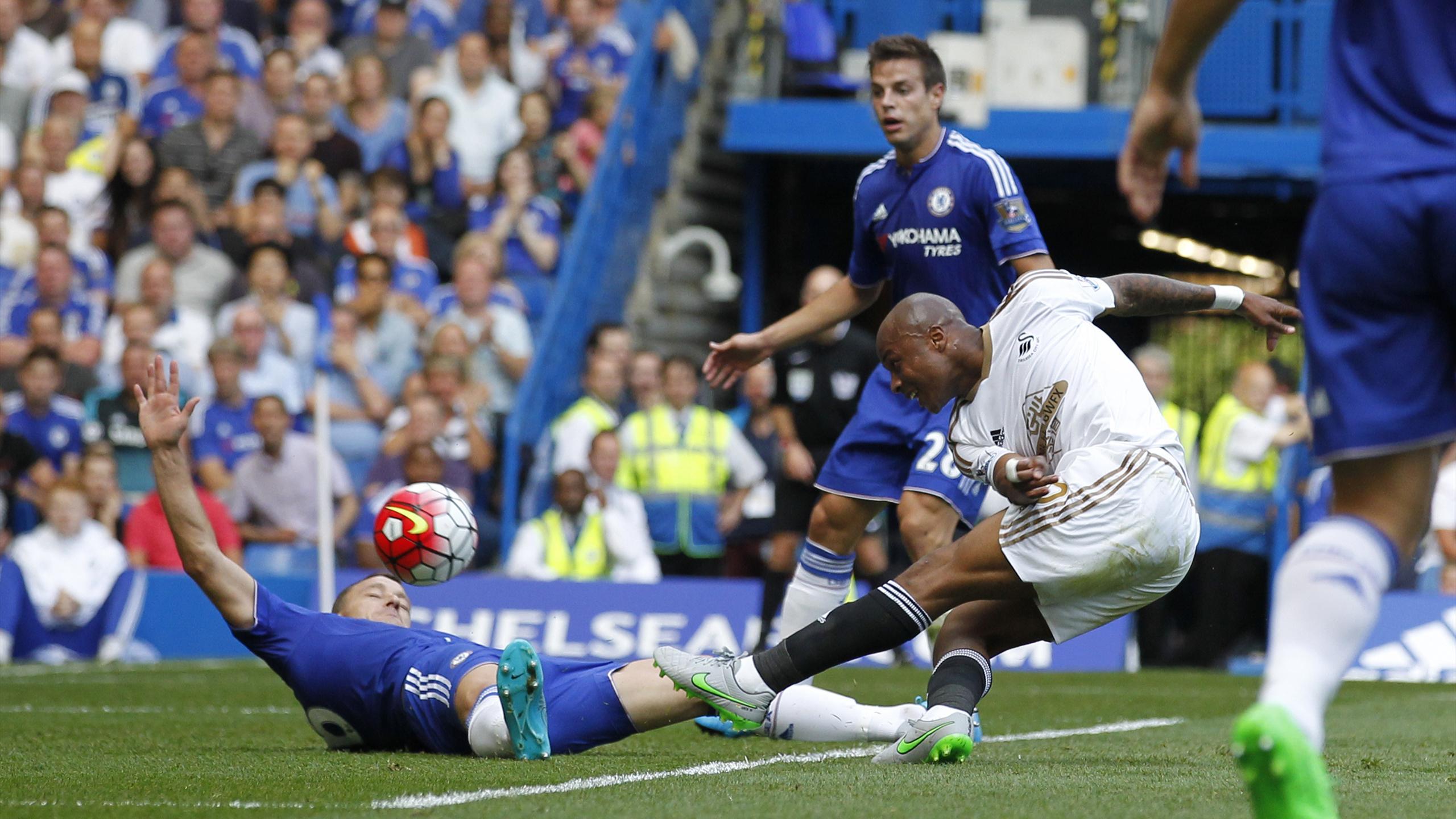Andre Ayew (Swansea) fait la différence face à la défense de Chelsea
