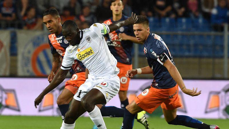 Cheikh Ndoye (Angers) face à la défense de Montpellier
