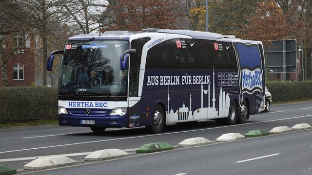 El autobús del Hertha, tiroteado por un motorista en un extraño suceso