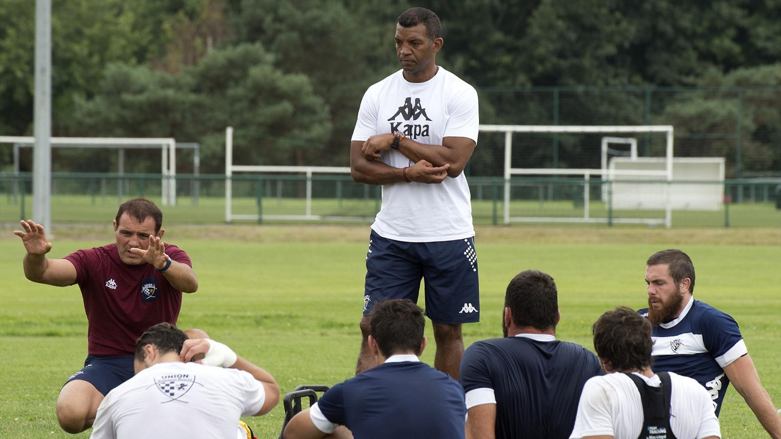 Emile Ntamack, Raphaël Ibanez et les joueurs de l'UBB - 4 août 2015