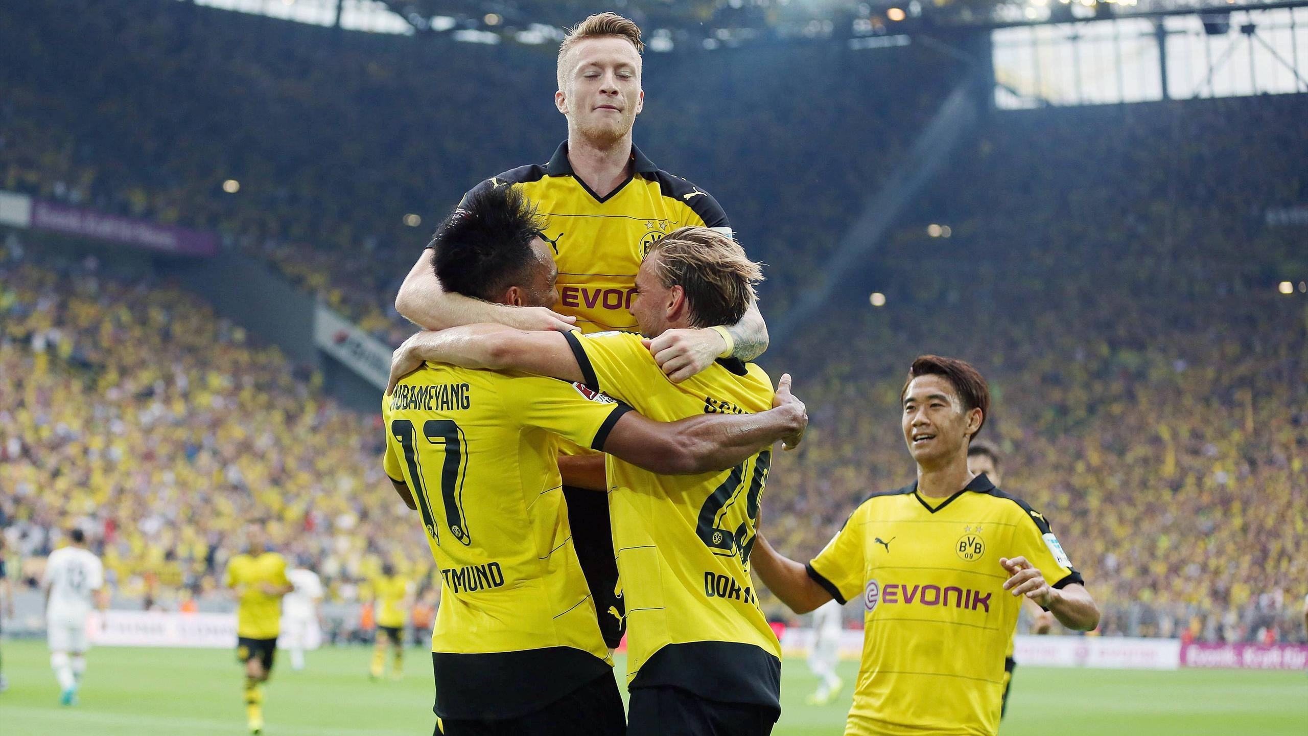 Marco Reus célèbre le but de Pierre-Emerick Aubameyang lors de Dortmund-Mönchengladbach (saison 2015-2016)
