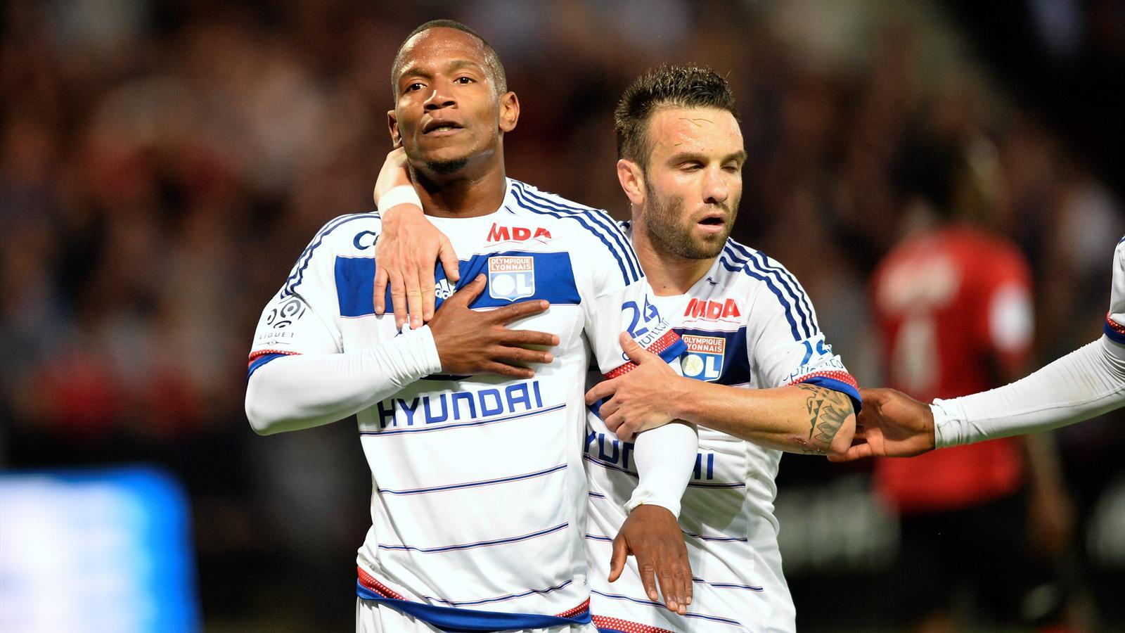 Claudio Beauvue et Mathieu Valbuena lors de leur première commune avec Lyon à Guingamp