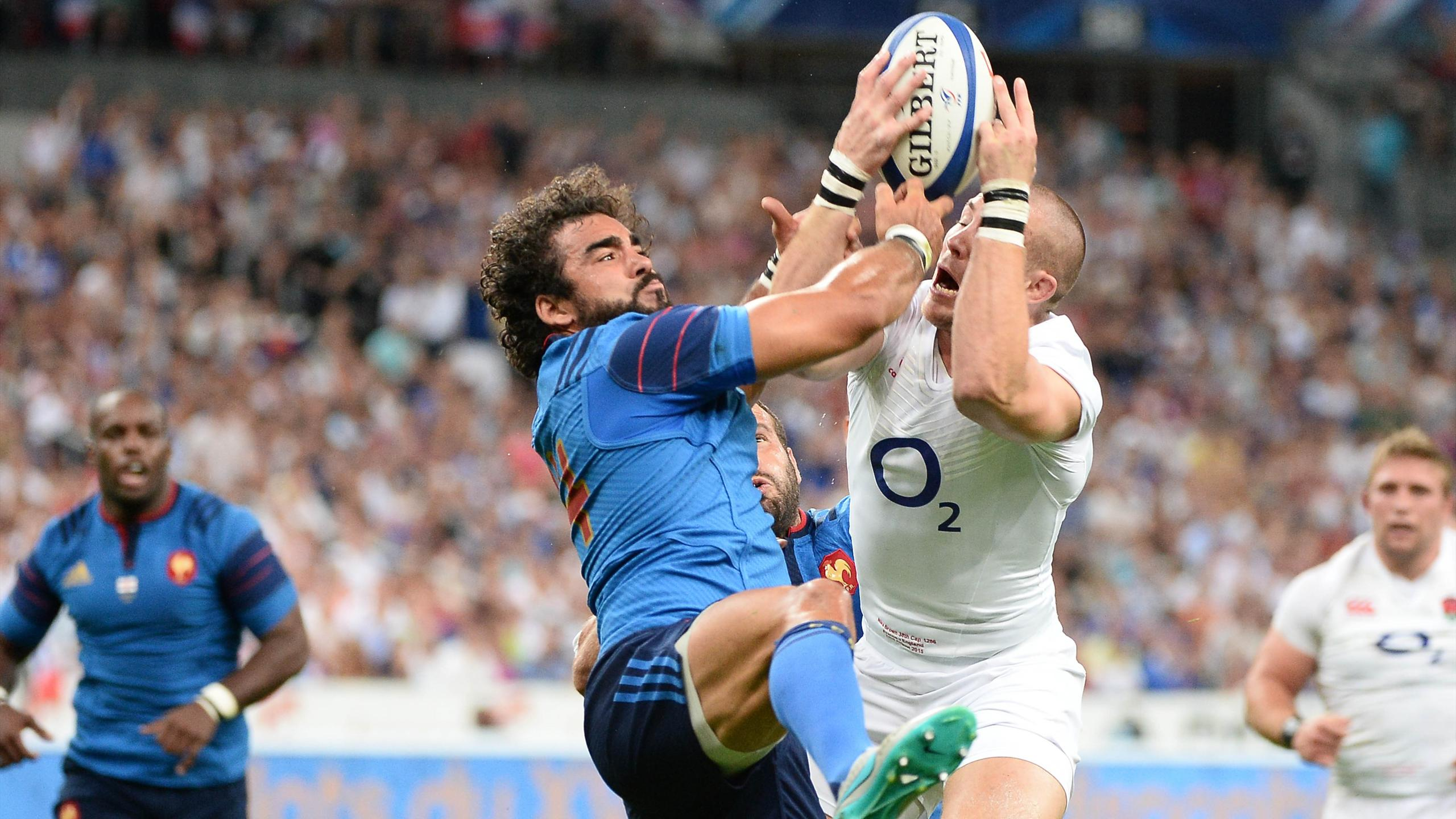 Yoann Huget (XV de France) face à Mike Brown (Angleterre) - 22 août 2015