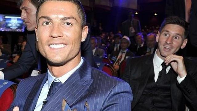 ميسي يتغلب على رونالدو ويتوج بجائزة أفضل لاعب في أوروبا !