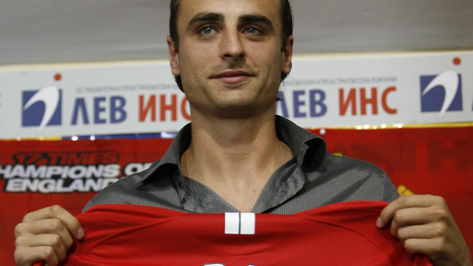 Dimitar Berbatov signing for Manchester United