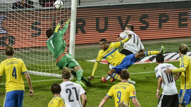 Austria qualify after crushing Sweden